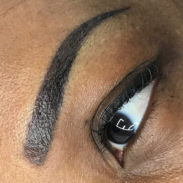 Maquillage permanent des sourcils<br/>Ombré « shading »